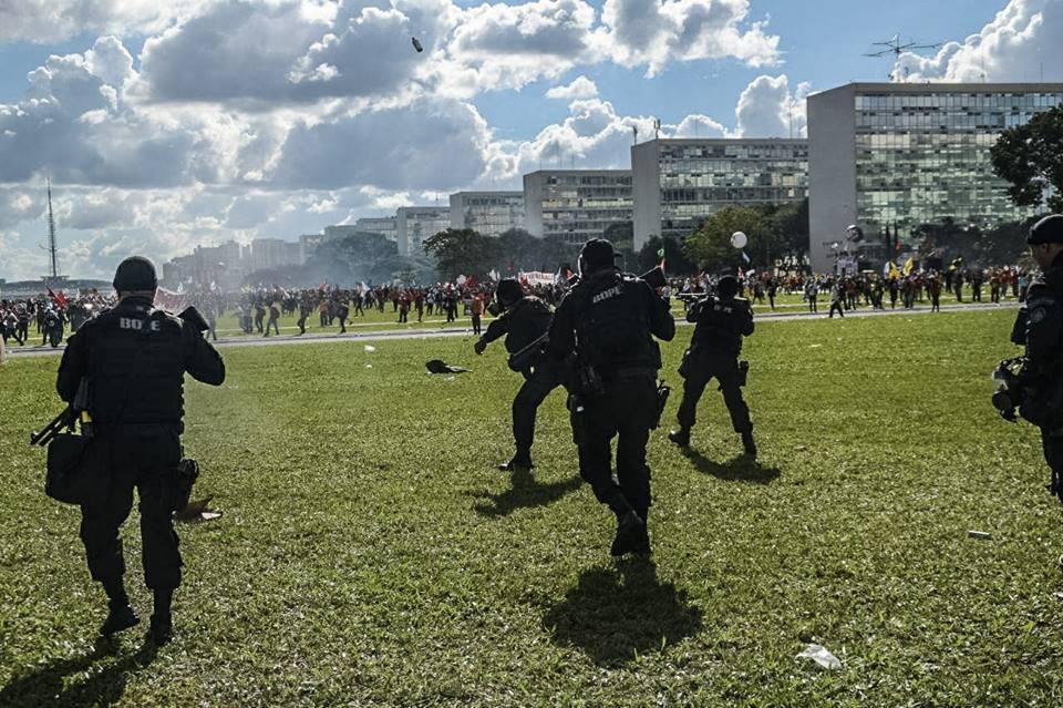 Brasília, 2017. (Foto: Walter Serra/Mídia Ninja)