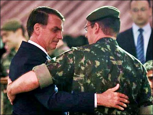 Bolsonaro com o pós-golpista General Mourão.