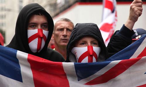 Integrantes da Liga de Defesa da Inglaterra, grupo islamofóbico