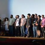 Criadores dos seis longas-metragens concorrentes leem, na cerimônia de encerramento do festival, a Carta de Brasília