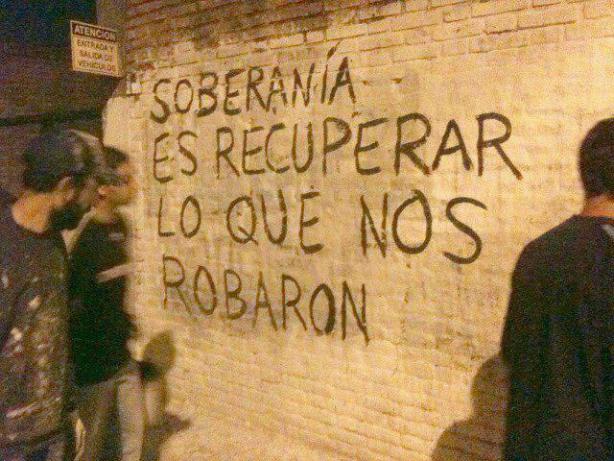 Mensagem gravada em muro em 2011, durante a revolta dos Indignados na Espanha