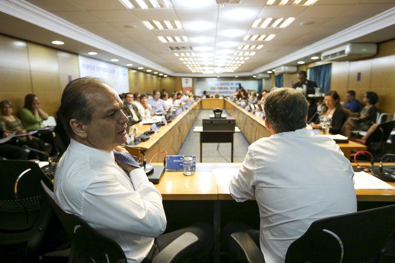 Desde que a proposta foi anunciada, o Conselho Nacional se posicionou contra. Acima, Barros participa de reunião com conselheiros em janeiro deste ano. O acompanhamento das movimentações foi um dos itens da pauta. Imgem: Marcelo Camargo/ABr