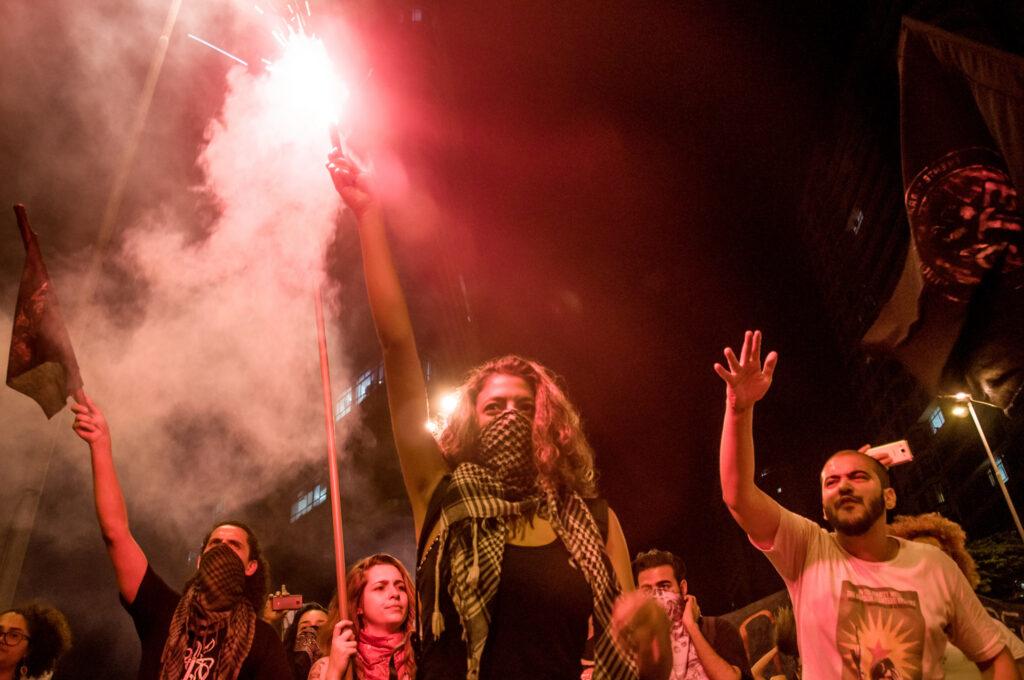 Durante a tramitação da proposta que levou à Emenda 95, que congela gastos com áreas sociais, vários protestos se espalharam pelo país. Aqui, ato contra a PEC 241 em Belo Horizonte, em outubro de 2016. Imagem: Mídia Ninja.