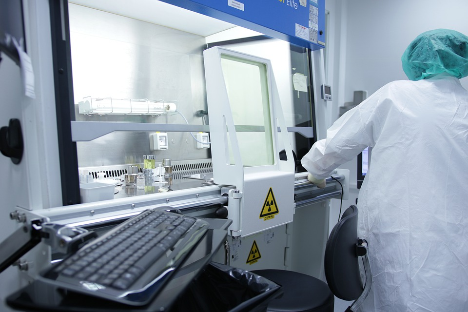 Indústria diz que investe muito em pesquisa, mas autores discordam