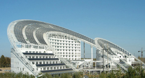 Vale Solar, em Dezhou, China: maior central de geração fotovoltaica do mundo. Maior produtor do mundo, país instalou, só em 2013, 12 Gw de geradores solares -- quase uma Itaipu