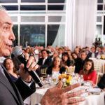 O Brasil em clima de ópera bufa