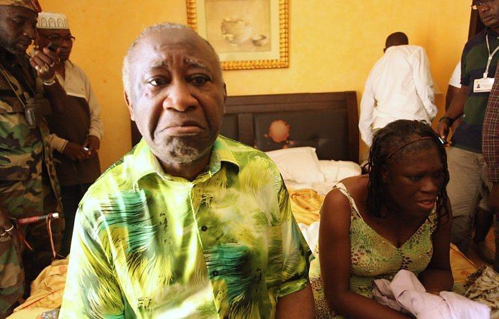 Laurent Gbagbo é encontrado e detido em quarto de hotel na Costa do Marfim, ao lado da mulher, Simone (Foto: ©Stringer/Reuters)