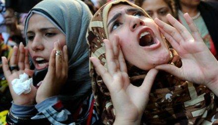 """Mulheres árabes manifestam-se na abertura do FSM-2013. """"É preciso deixar que a prática, e não a autoridade, determine a verdade"""", diz Whitaker"""