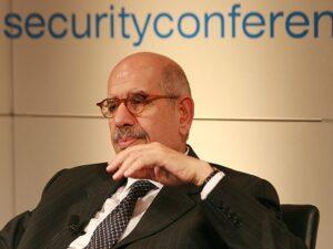 ElBaradei, a 'voz' da oposição a Mursi, é o novo vice-presidente egípcio