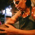 <em>Photofagia</em>: Modelar o barro, dar forma à vida