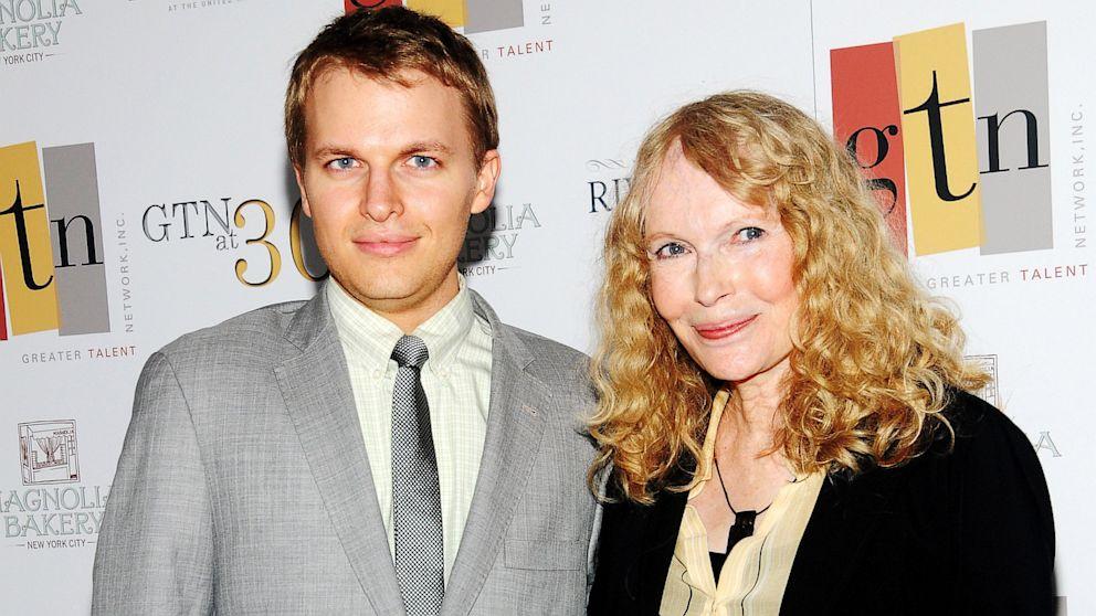 Ronan e Mia Farrow