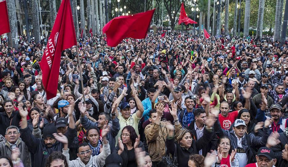 Sem-teto manifestam-se na Praça da Sé, em junto de 2014