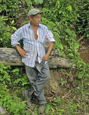 Agricultor salvadorenho voltando dos campos. Palo Grande, El Salvador. Foto: cortesia de Vivien Feyer.