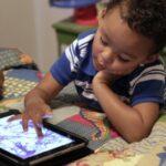 Internet, banalidade e infância mercantilizada