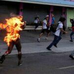 Homem em chamas na Venezuela