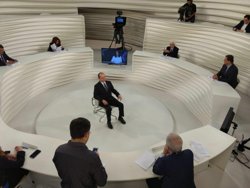 No programa Roda Viva, o ministro Ricardo Barros falou várias vezes na autonomia de estados e municípios. Mesmo para cometer erros. Imagem: O diário