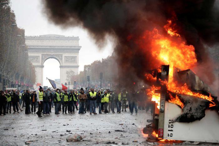 Resultado de imagem para Os sentidos da rebelião francesa