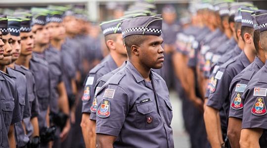 Como se forma uma polícia racista