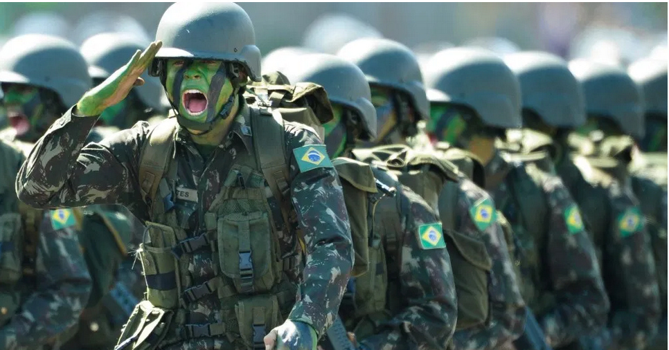 A esquerda, os militares e o imperialismo - Outras Palavras